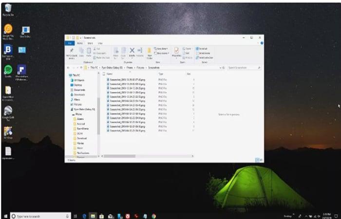Navigationsbildschirm auf einem Android-Telefon mit angeschlossenem Windows-PC