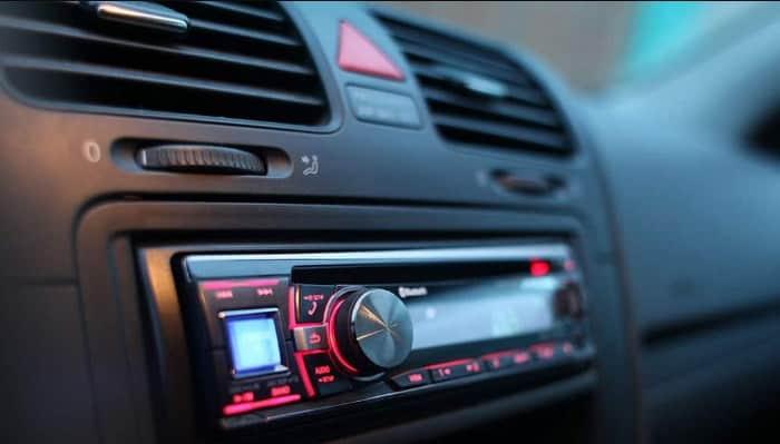 Koppeln Sie Ihr Handy mit der Auto-Stereoanlage.  Leitfaden 2021